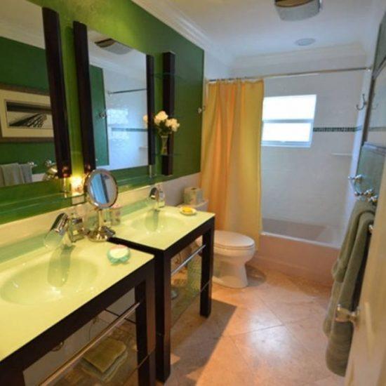 CSE Properties - An Egret Named Eddie Bathroom