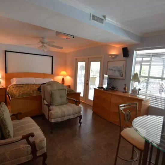 CSE Properties - Crystal Palms Master Bedroom