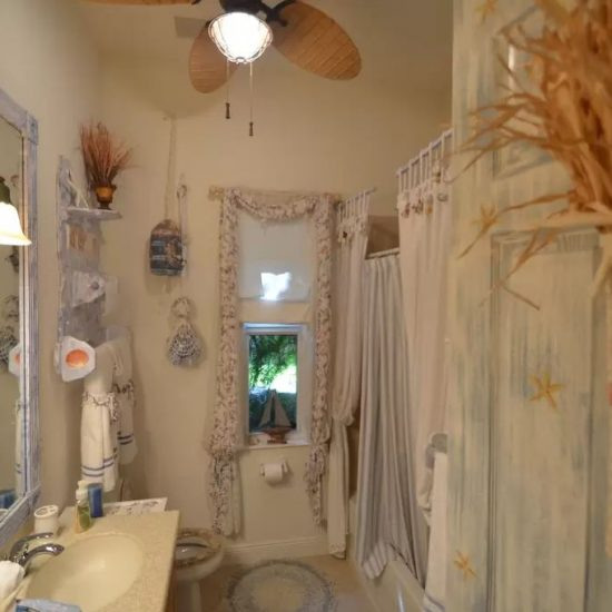 CSE Properties - Natalya's Tropical Estate Paradise Bathroom 2