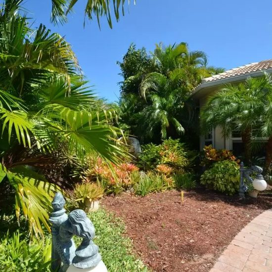 CSE Properties - Natalya's Tropical Estate Paradise Exterior
