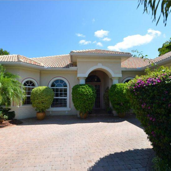 CSE Properties - Natalya's Tropical Estate Paradise Exterior