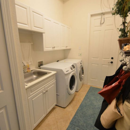 CSE Properties - Natalya's Tropical Estate Paradise Laundry Room