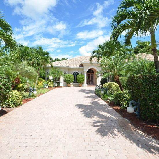 CSE Properties - Natalya's Tropical Estate Paradise Driveway