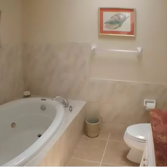 Rainbow's End Bathroom 1 | CSE Properties, Naples, FL