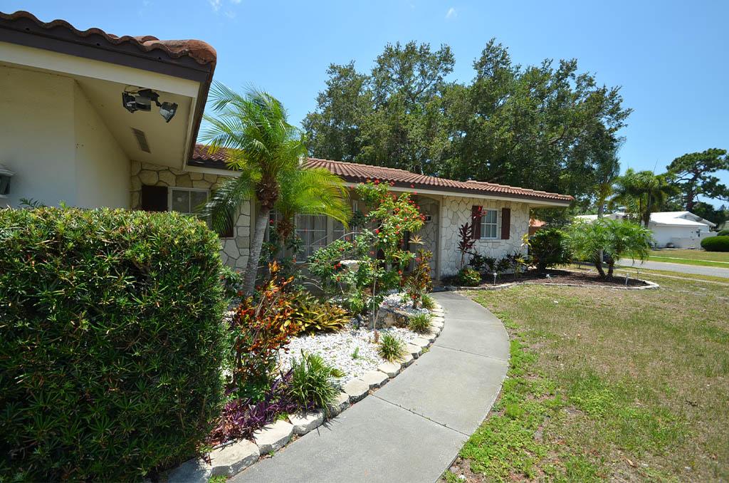 CSE Properties – Sarasota Beach Getaway Exterior Landscaping