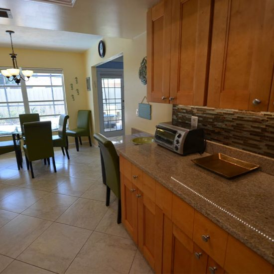 CSE Properties – Sarasota Beach Getaway Kitchen Breakfast Table