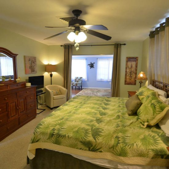 CSE Properties – Sarasota Beach Getaway Master Bedroom with King Bed