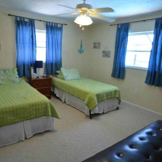 CSE Properties – Sarasota Beach Getaway Guest Room with Twin Beds
