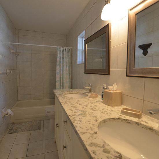 CSE Properties - Vanderbilt Vacation Villa Bathroom 2