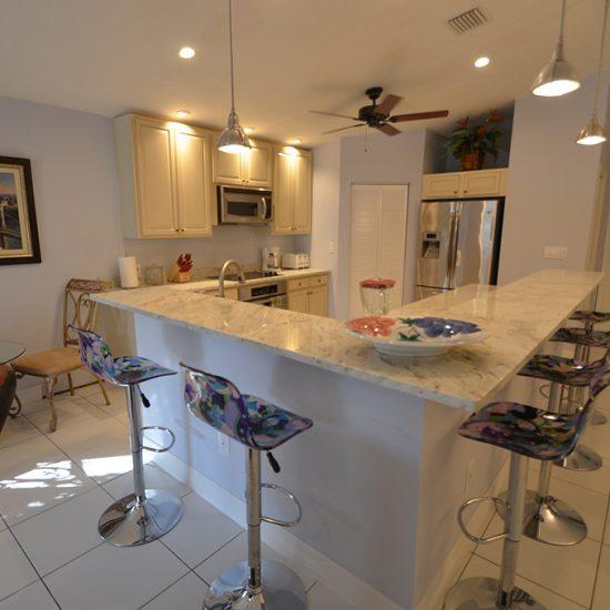 CSE Properties - Vanderbilt Vacation Villa Kitchen Barstools