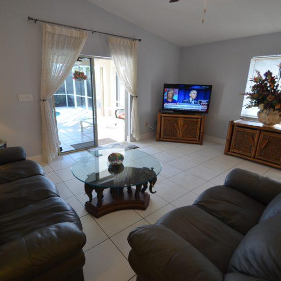 CSE Properties - Vanderbilt Vacation Villa Living Room